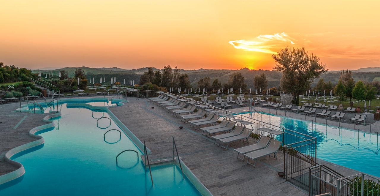 Soaking in tuscany 39 s hot springs teachers 39 blog siena stories siena school - Piscina san giuliano terme orari ...